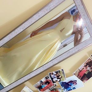 Dresses & Skirts - Yellow prom/pageant dress